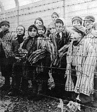 Niños de Auschwitz luego de la liberación del campo por el Ejercito Soviético