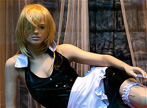 English: Mannequin dressed as a maid.