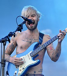 13-06-07 RaR Biffy Clyro Simon Neil 02.jpg