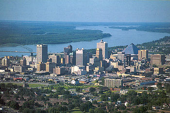 English: Memphis, Tennessee skyline from the a...