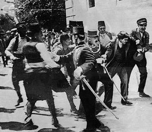 English: Soldiers arrest Gavrila Prinzip, assa...