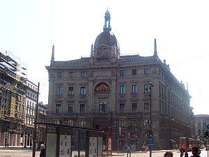 Italiano: Piazzale Cordusio a Milano. Il palaz...