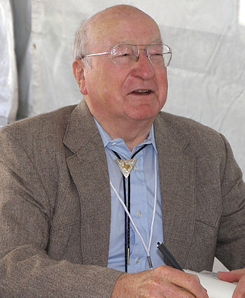 Elmer Kelton at the 2007 Texas Book Festival, ...