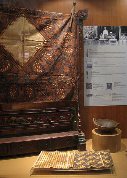 File:Indonesian Batik Display.jpg