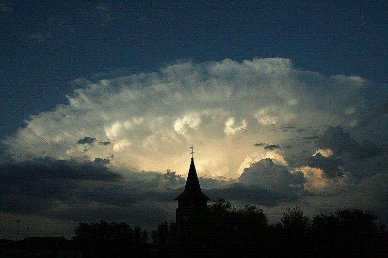 File:Twilight cloud Lorraine 2006-07-11.jpg