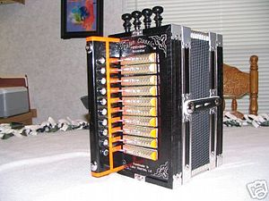 English: cajun accordion Deutsch: cajun akkordeon
