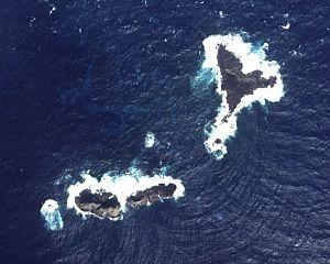 English: Aerial Photo of Okinokitaiwa of Senka...