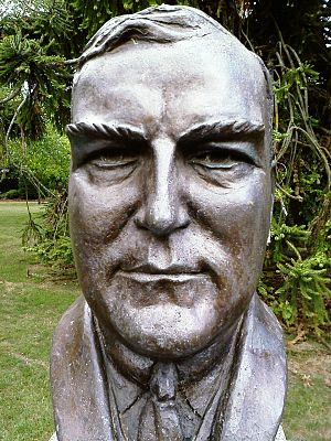 English: Bust of twelfth Prime Minister of Aus...