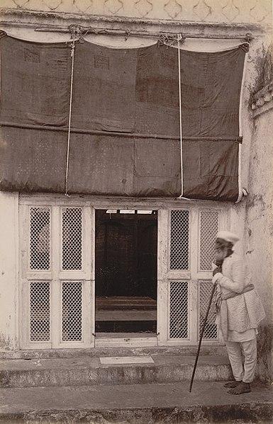 File:Aurangzebs tomb.jpg
