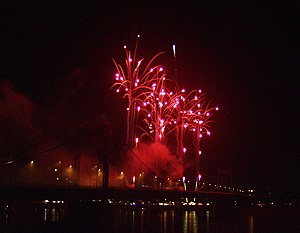 English: Fireworks over Duisburg-Ruhrort Deuts...