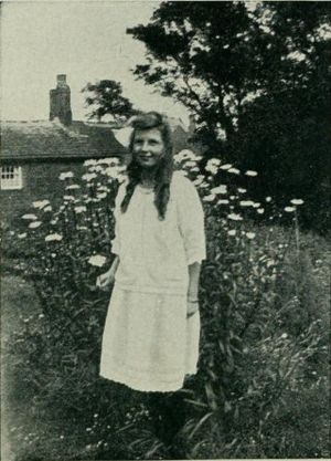English: Frances Griffiths in 1920, picture pr...