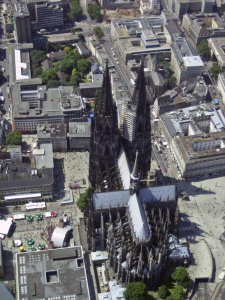 widok na katedrę w Kolonii z lotu ptaka
