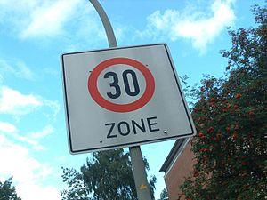 Straßenschild Tempo-30-Zone in Hamburg-Wandsbek