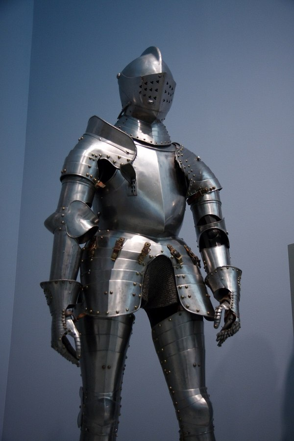 suit of armour - Wiktionary