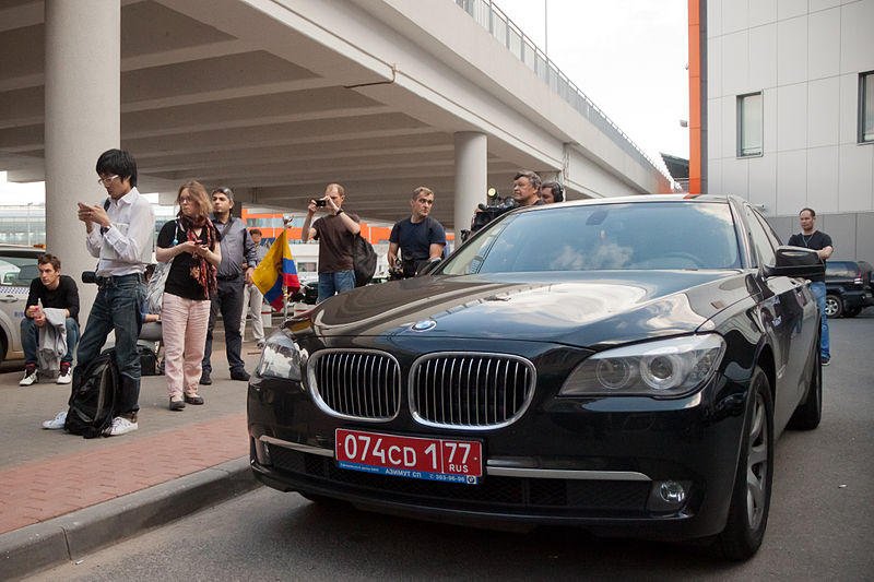 File:Edward Joseph Snowden - Arrival at Sheremetyevo International Airport 03.jpg
