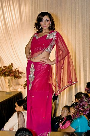 English: Female Model in Navel exposing Sari