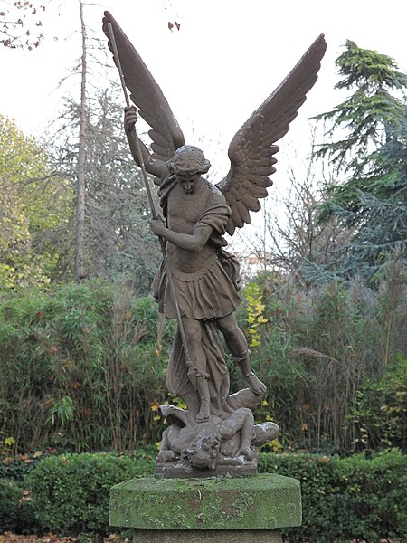 File:Statue St-Michel (Picpus).jpg