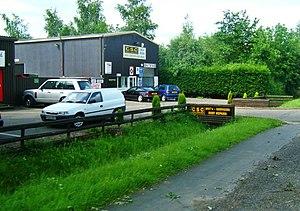 English: Car repair shop in Hardwick.