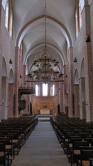 English: Nave of Ratzeburg Cathedral, looking east