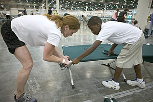 English: Houston, TX., 9/3/2005 -- Volunteers ...