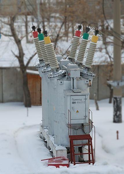 File:Oil circuit breaker MKP-110 Toliatti Russia.jpg