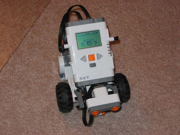 My first Lego Mindstorm NXT robot. The base is...