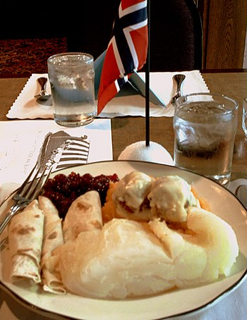 English: A syttende mai dinner in the Three Cr...