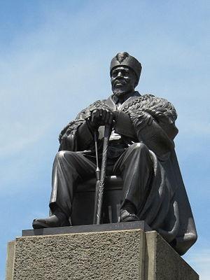 English: Jomo Kenyatta Statue in front of Keny...