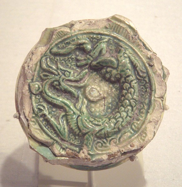 File:Tang earthenware fragment with sancai glaze end of 7th early 8th century excavated in Nishapur Iran.jpg