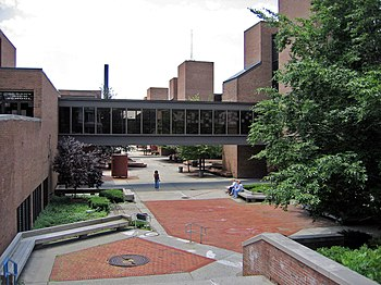 English: The central courtyard of Albany High ...