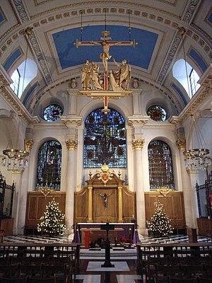 English: The interior of St Mary-le-Bow; histo...