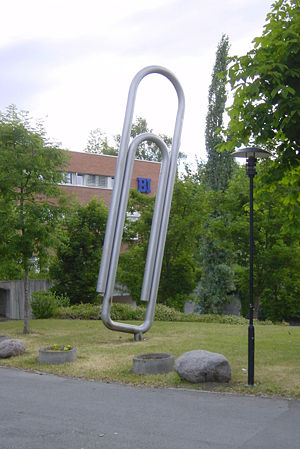 Giant paper clip at BI Commercial College near...