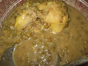 Bahasa Melayu: Bubur kacang hijau bersama durian.