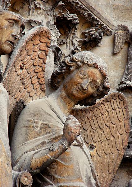 dekoracja rzeźbiarska katedry w Reims