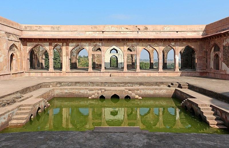 File:Baz Bahadur's Palace 09.jpg