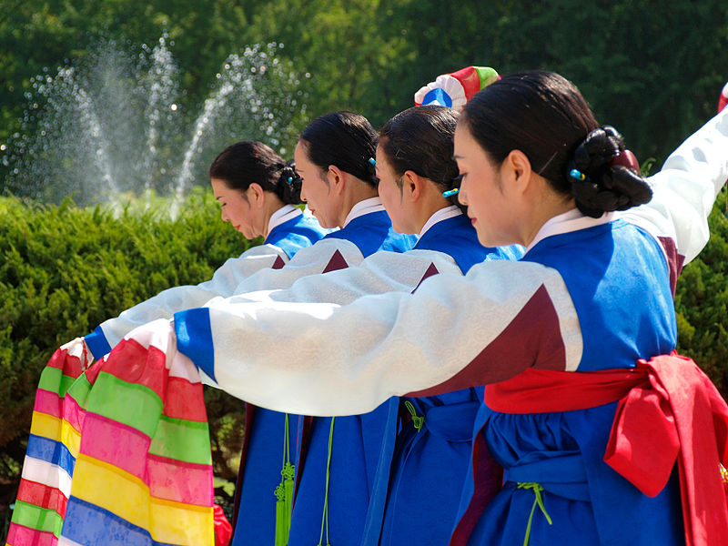 File:Korean sword dance-Jinju geommu-03.jpg