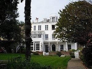 Hauteville House vue depuis le jardin ( St Pie...