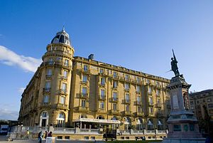 English: Maria Cristina Hotel (1912) in San Se...