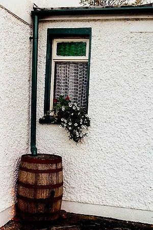 Kilmeadan - The Cosy Thatch Pub rain barrel