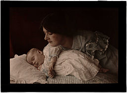 https://i1.wp.com/upload.wikimedia.org/wikipedia/commons/thumb/c/c7/Mother_and_Child%2C_1912.jpg/256px-Mother_and_Child%2C_1912.jpg