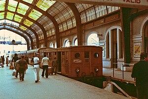 English: Old wooden metrotrein in 1979. Pireus...
