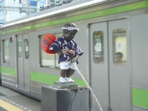 Manneken Pis statue on platform of JR Hamamats...