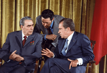 English: Richard Nixon meets Leonid Brezhnev J...