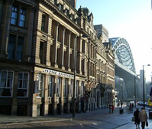 English: Side - a street in Newcastle with Tyn...