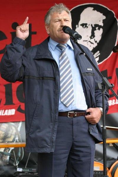 File:Udo Voigt-Rudolf Hess.jpg