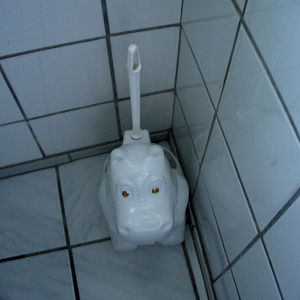 1659_hippo-toilet-brush