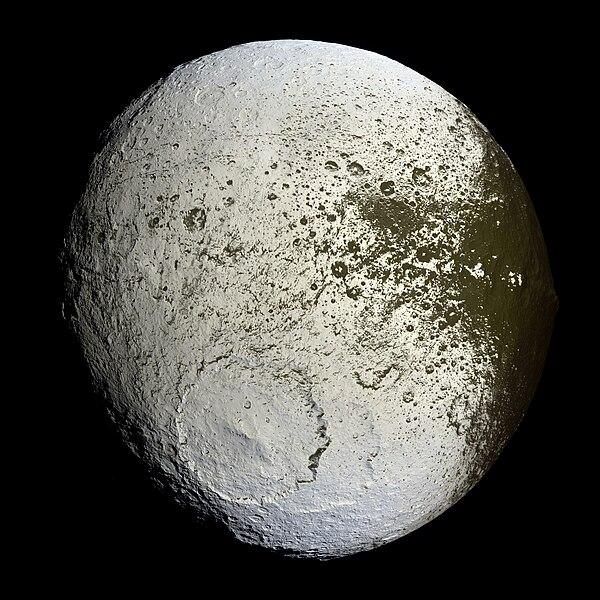 File:Iapetus as seen by the Cassini probe - 20071008.jpg