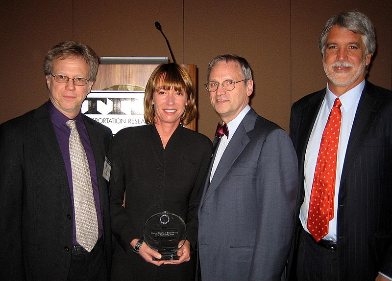 File:NYC Wins 2009 Sustainable Transport Award Peñalosa.jpg