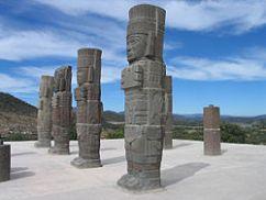 Les Atlantes, colonnes en forme de guerriers Toltèques, à Tula