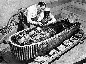Howard Carter opens the innermost shrine of Ki...